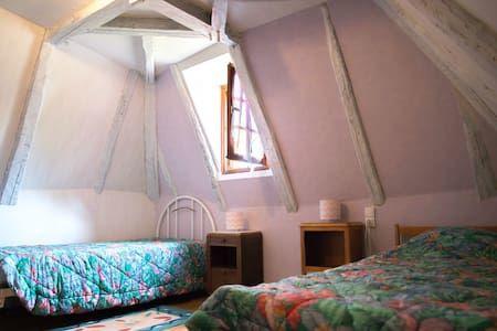 LaMarguerite-Monceaux_chambre2Etage