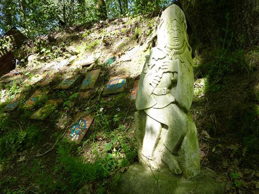 Latouille-Lentillac - Statue de Lavaud & oeuvres des écoliers du village _06 © Lot Tourisme - C. Sanchez