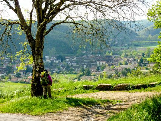 Le Teuron - Un randonneur sur le chemin de Saint Jacques © Lot Tourisme - C. Sanchez