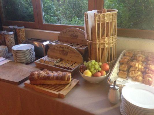 le buffet petit déjeuner du domaine les falaises
