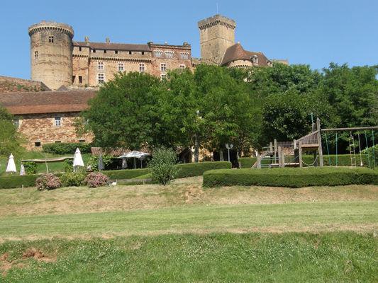 Les Remparts - général avec château de Castelnau