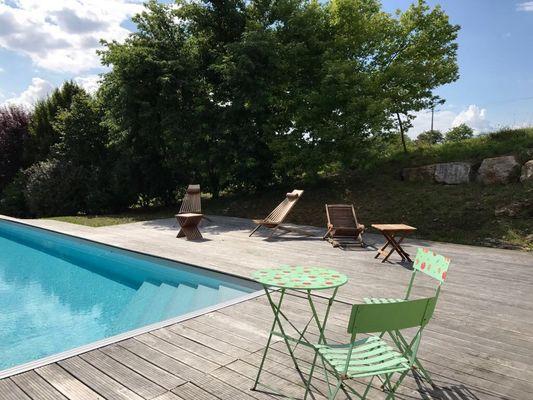 LocationVIGNAIS-Queyssac-les-Vignes_terrassePiscine