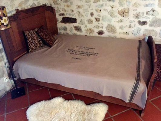 LocationVIGNAIS-Queyssac-les-Vignes_chambre2