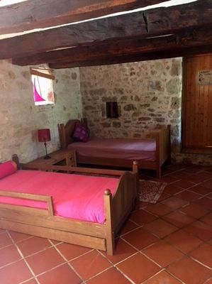 LocationVIGNAIS-Queyssac-les-Vignes_chambre5