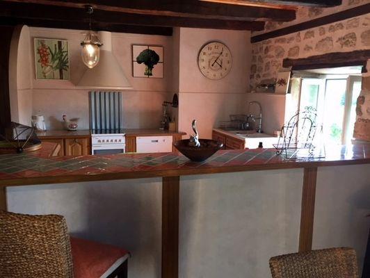 LocationVIGNAIS-Queyssac-les-Vignes_cuisine