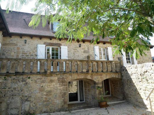 LocationVIGNAIS-Queyssac-les-Vignes_façade
