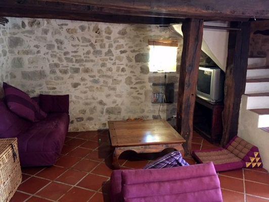 LocationVIGNAIS-Queyssac-les-Vignes_salon2