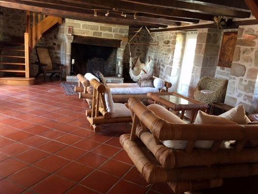 LocationVIGNAIS-Queyssac-les-Vignes_salon3