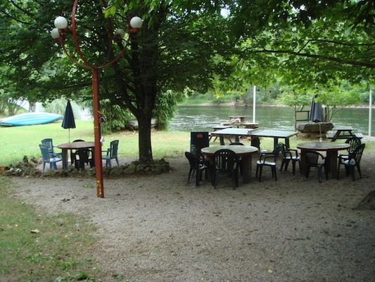 Magali Plage_Terrasse exterieure tables