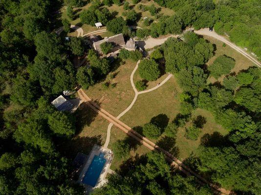 Le Mas de Tourel (vu du ciel) - la piscine