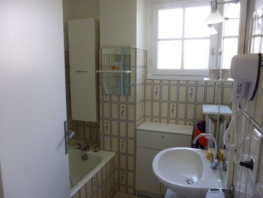 Meublé-MOREAU-Argentat_salle-de-bain