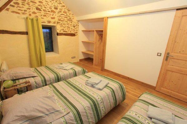 MeubléDUVINAGE-LaChapelleStGeraud_chambre4bis