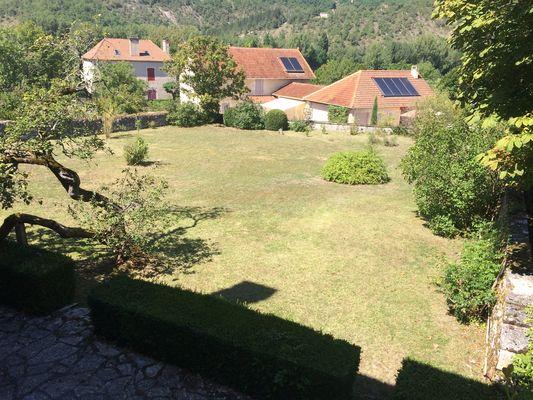 Le jardin et la grande terrasse