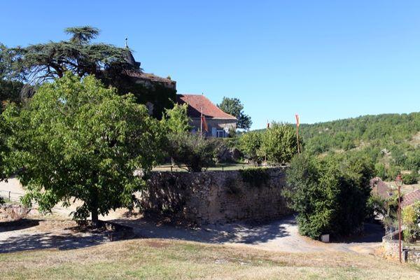 Peyrilles : Château