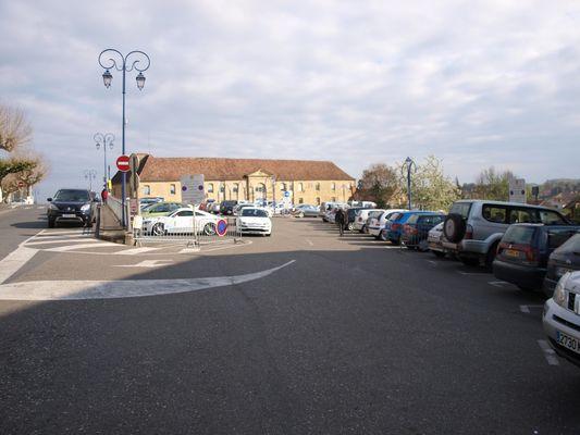 Parking Poste Gourdon