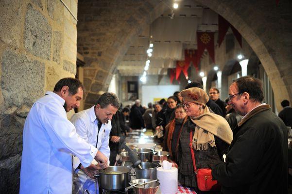 Prépération du dîner gastronomique - Marché primé aux truffes de Martel © Lot Tourisme - M. Taburet