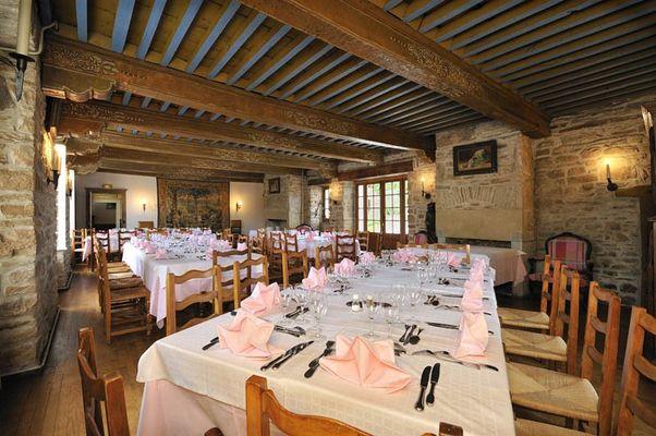 Restaurant-Le-Saint-Etienne-Aubazine_salle