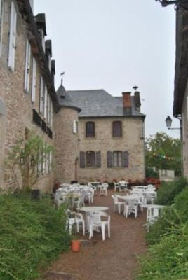 Restaurant-Le-Saint-Etienne-Aubazine_terrasse
