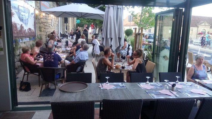 Restaurant Le central - Terrasse et musique