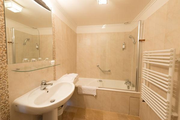 Salle de bain - La Maison des Chanoines - Turenne - Vallée de la Dordogne