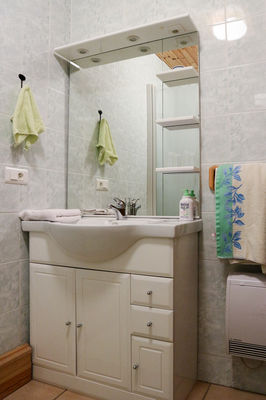 Salle de bain chambre primevère - le Bout du Roc Alvignac_05_