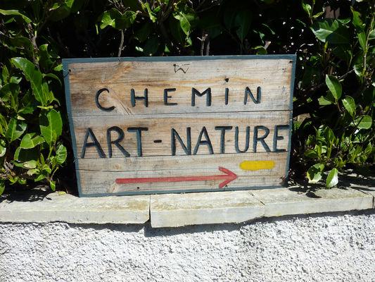 """Signalisation sentier """"Art et Nature""""_03 © Lot Tourisme - C. Sanchez"""