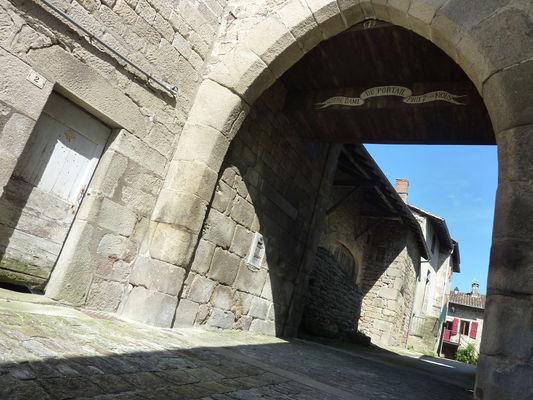 Sousceyrac - Portail Notre Dame_02 © Lot Tourisme - C. Sanchez