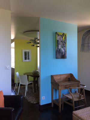 LaTerrasse-Carennac-Vue-sur-la-salle-à-manger-depuis-la-bibliotheque