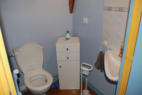 WC avec lave-mains indépendant
