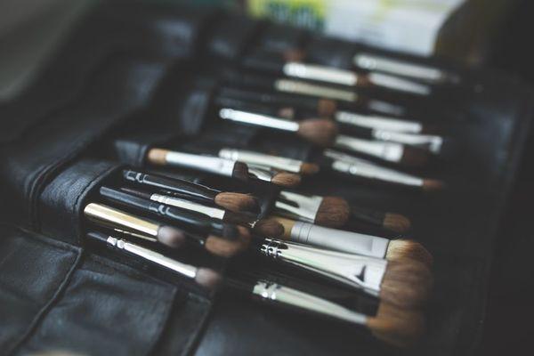 brush-791305_1280©kaboompics