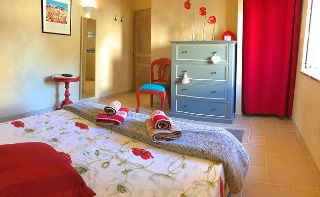 Chambre Coquelicots, située à l'étage