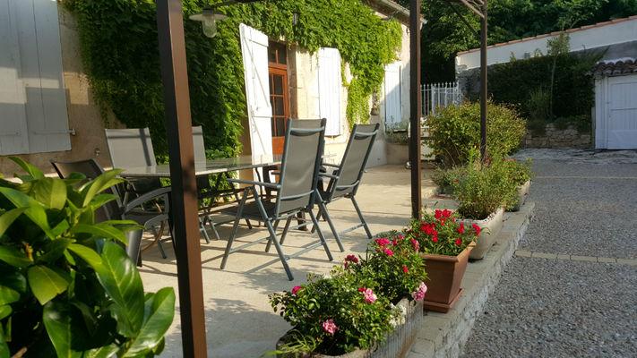 closjeanine-terrasse-table