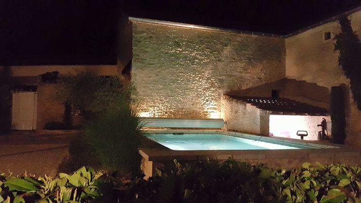 closjeanine-piscine-nuit