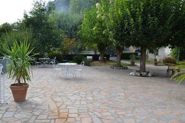hotel les falaises-gluges martel-terrasse2