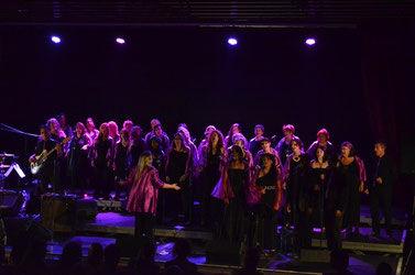 les-élèves-de-la-masterclass-lors-du-concert-final-en-juillet-2015-au-vigan-pays-de-gourdon