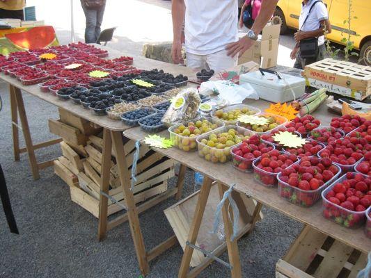 marché de producteurs à saint cirq lapopie