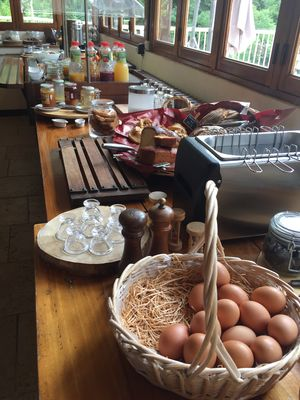 petit-dejeuner-hotel-restaurant-grottes-cabrerets