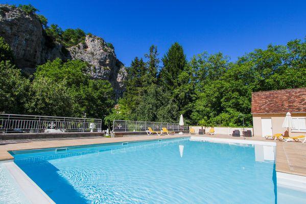 piscine de l'hôtel domaine les falaises