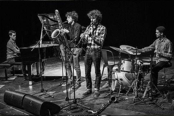 postk-scene-jazz-trompette-flute-performance-batterie