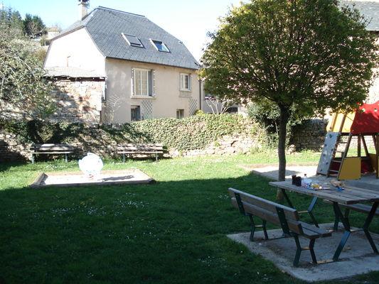 Aire-de-pique-nique-Rue-neuve-La-Canourgue