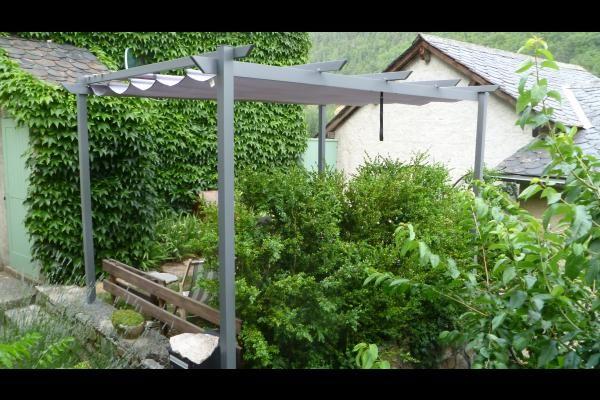 Le jardinet et sa pergola