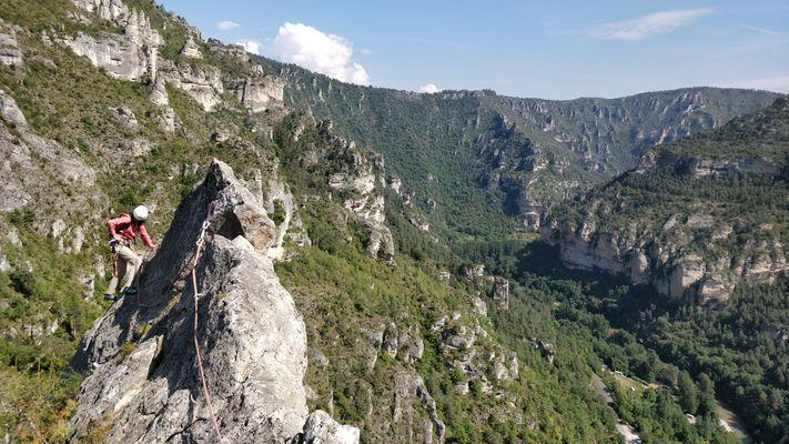 Escalade Grande voie roc aiguille