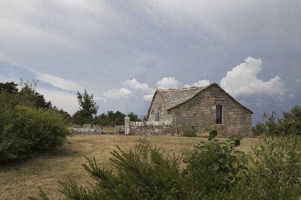 La-chapelle-domaine-de-Bombe-3-