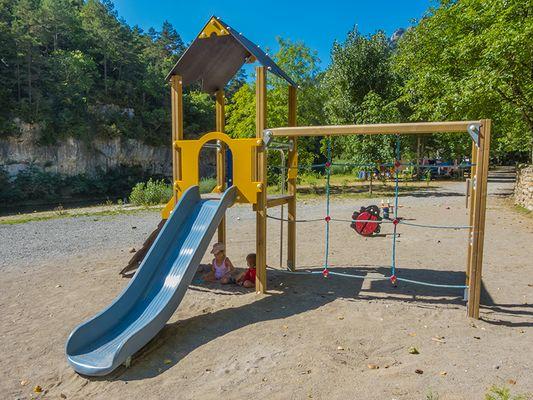 aire-de-jeux-camping-la-blaquiere-gorges-du-tarn