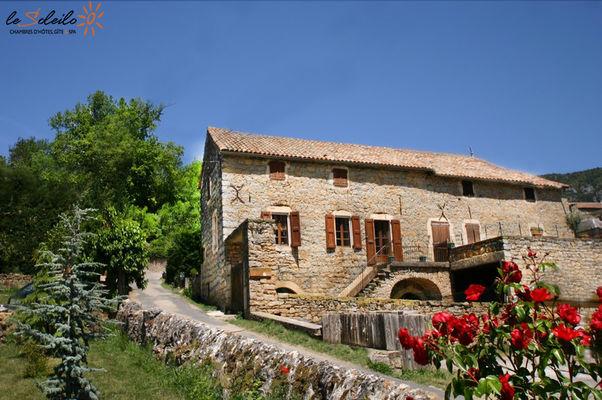 gite-jacuzzi-piscine-chambre-spa-sauna-loft-soleilo-gorgesdutarn-millau-aveyron-lozere-midi-pyrenees-sudfrance-2