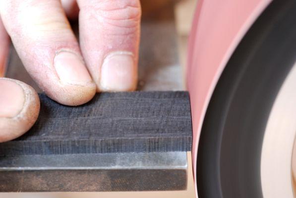 fabrication-artisanale-de-couteaux-en-morta-596268