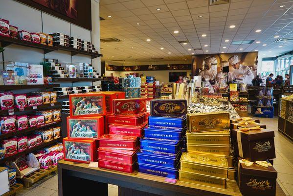 Magasin-d-usine-des-maitres-chocolatiers-LINDT-I-OLORON-SAINTE-MARIE-ABACO-DIGITAL-DI