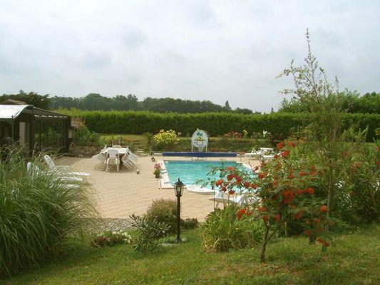 Millot - jardin piscine