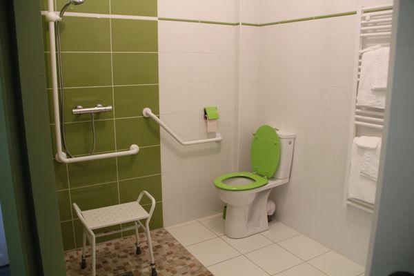 Odé - salle de bain chambre Tourisme et Handicap RDC