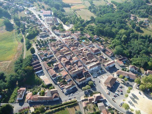 Vue aérienne de la Bastide de Montfort-en-Chalosse